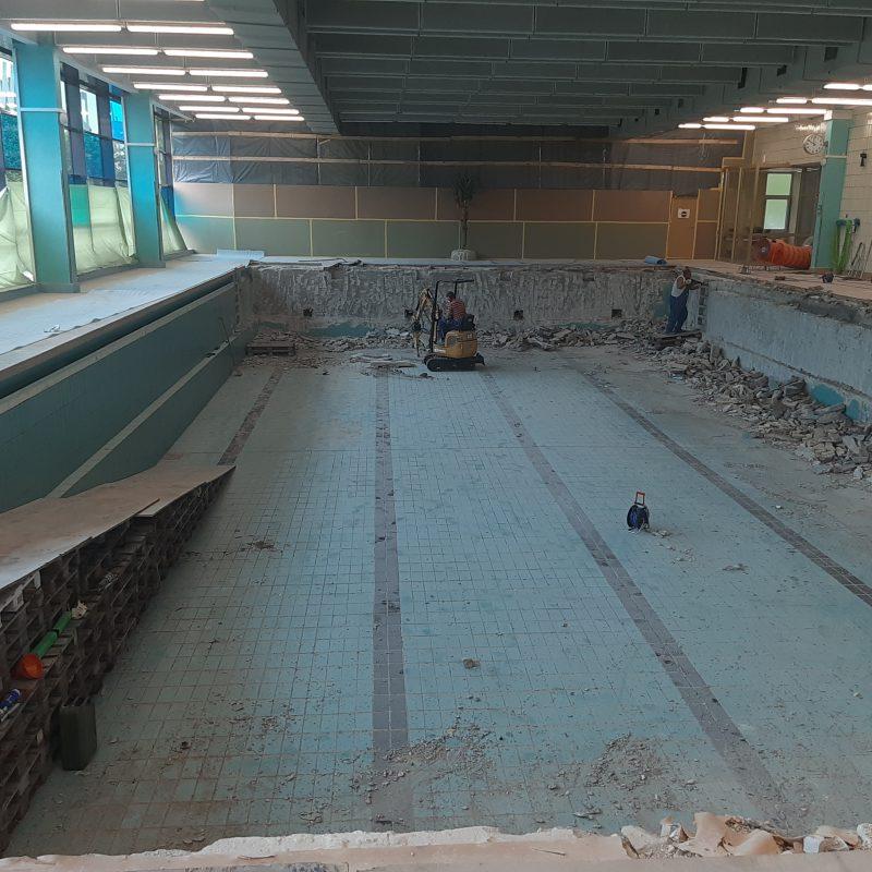 22.05.2019 Sanierung Schwimmhalle- Zerbst,großes Schwimmbecken.